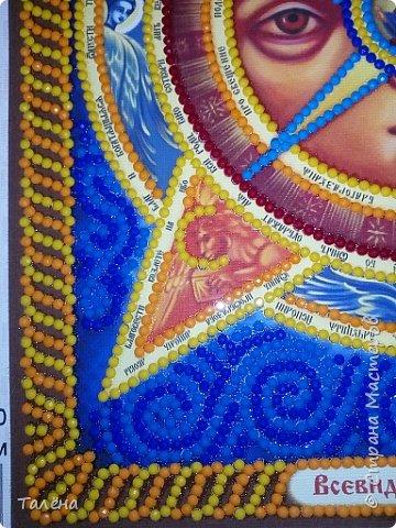 Всевидящее Око Божие - икона необычная.  У каждой иконы, вернее образа, изображенной на иконе есть свой день почитания, свои молитвы.  У данной иконы всего этого нет. Многие считают, что молитвой  к этой иконе может считаться любая молитва, обращенная ко  Господу или Богоматери.  фото 4