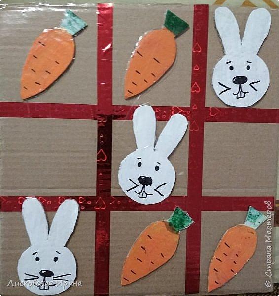 Сделали вместе с Машей игру. Крестики нолики заменили зайцами и морковкой фото 1
