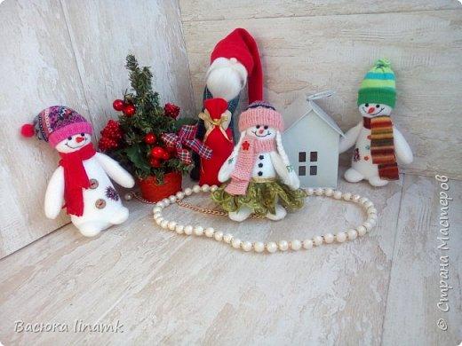 Здравствуйте дорогие соседи. Сегодня я к Вам со своими снеговиками и гномом по другой выкройке фото 1