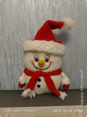 """очень долго искала и думала, что же такого связать на Новый Год??????? потом нашла фото в интернете """"снеговик мешок для сладостей"""". И решила связать, но при этом изменив схему....  просто, оригинально,  вот ссылка мк file:///C:/Users/я/Documents/Snegovik_meshok_dlya_sladostey.pdf фото 1"""