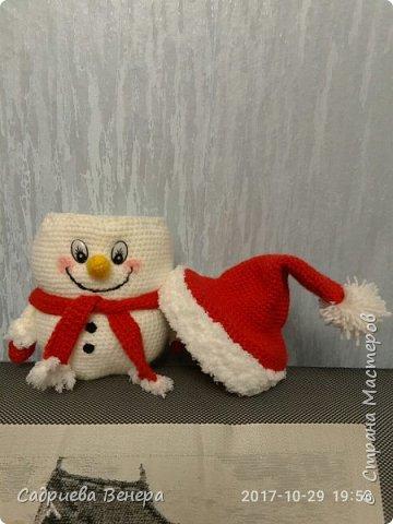 """очень долго искала и думала, что же такого связать на Новый Год??????? потом нашла фото в интернете """"снеговик мешок для сладостей"""". И решила связать, но при этом изменив схему....  просто, оригинально,  вот ссылка мк file:///C:/Users/я/Documents/Snegovik_meshok_dlya_sladostey.pdf фото 2"""