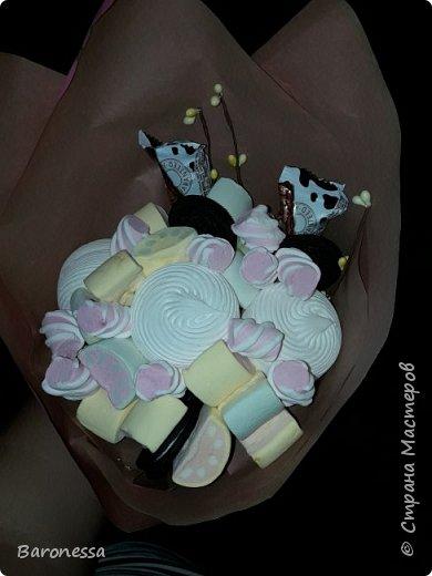 Мой первый зефирный букетик. Делала маленькой племянницы на день рождения. Использовала маршмеллоу, зефир, печенье Орео. фото 6