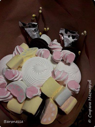 Мой первый зефирный букетик. Делала маленькой племянницы на день рождения. Использовала маршмеллоу, зефир, печенье Орео. фото 4