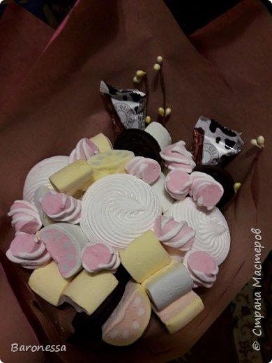 Мой первый зефирный букетик. Делала маленькой племянницы на день рождения. Использовала маршмеллоу, зефир, печенье Орео. фото 2