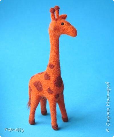 Жирафик на проволочном каркасе (синель), рост 18 см. Решила попробовать сухое валяние. фото 4
