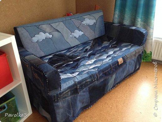 Купили икеевский страшненький диван в комнату ребёнку, со временем хочу сделать ее в джинсовой тематике, пока только начало фото 2