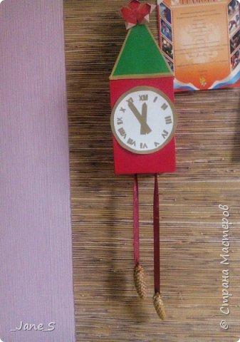 Хотя Новый Год ещё не скоро, надо начинать к нему готовиться. Сейчас я покажу вам, как сделать новогодние часы в форме Спасской башни. фото 17