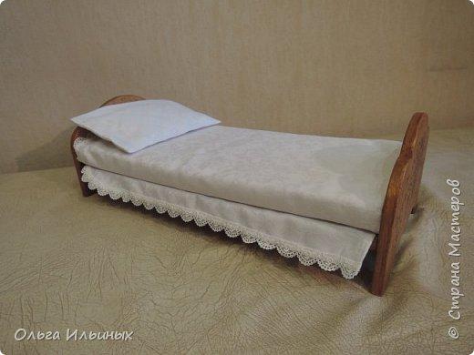 Снова шью для куклы. Получилась вот такая кроватка, а к ней постелька. Подарок на день рождения для маленькой девочки Марианы. фото 4
