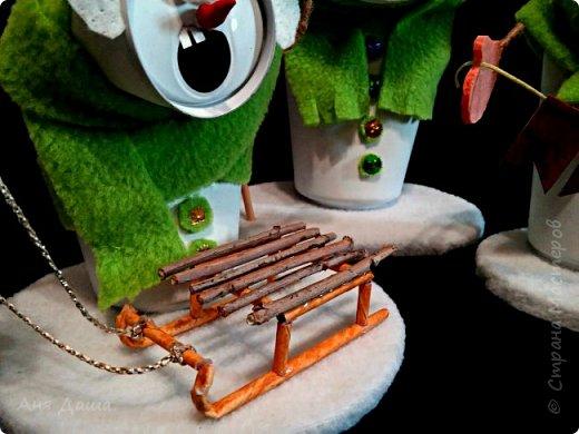 Всем привет.  Начнём с поделки в дет.сад. Задача стояла следующая: выполнить творческую работу из бросового материала. У нас озадаченные снеговики из алюминиевых банок.  фото 5