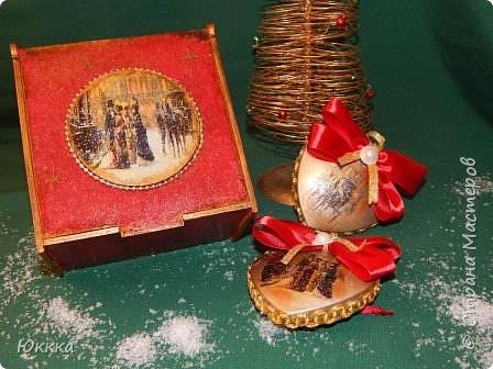 """Скоро, скоро Новый год! И душа просит этого  радостного праздника я начала готовить подарки. Это фанерная шкатулка """"Изысканный век"""" и к ней игрушки с вживлением лак  как на мастер классе у Галины Вакулы. фото 1"""