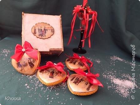 """Скоро, скоро Новый год! И душа просит этого  радостного праздника я начала готовить подарки. Это фанерная шкатулка """"Изысканный век"""" и к ней игрушки с вживлением лак  как на мастер классе у Галины Вакулы. фото 2"""