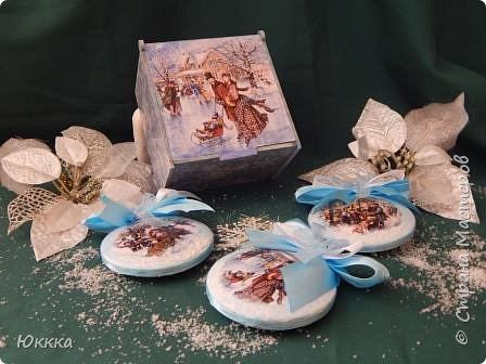 """Скоро, скоро Новый год! И душа просит этого  радостного праздника я начала готовить подарки. Это фанерная шкатулка """"Изысканный век"""" и к ней игрушки с вживлением лак  как на мастер классе у Галины Вакулы. фото 4"""