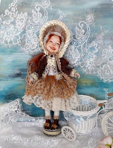 Здравствуйте, мои Дорогие! Решила вам показать мою любимицу, куколку Мэрид в переводе с ирландского - Жемчужинка. Куколку лепила в ручную из запекаемого пластика Ливинг долл. Ручная роспись акрилл и масло. Волосы натуральная козочка. Проволочный каркас, из за этого тело подвижно.  фото 3