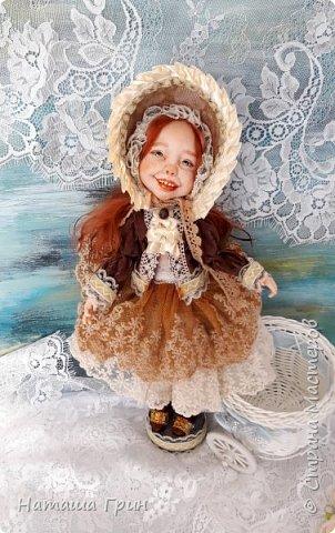 Здравствуйте, мои Дорогие! Решила вам показать мою любимицу, куколку Мэрид в переводе с ирландского - Жемчужинка. Куколку лепила в ручную из запекаемого пластика Ливинг долл. Ручная роспись акрилл и масло. Волосы натуральная козочка. Проволочный каркас, из за этого тело подвижно.  фото 5