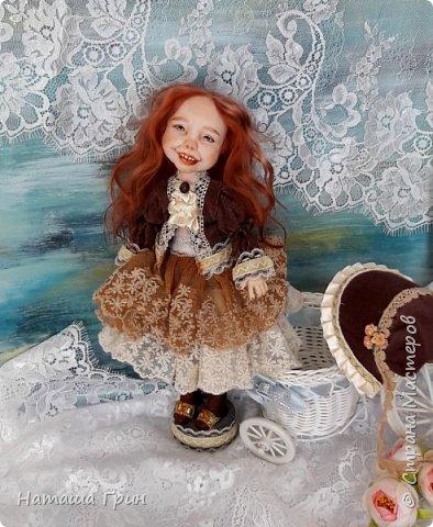 Здравствуйте, мои Дорогие! Решила вам показать мою любимицу, куколку Мэрид в переводе с ирландского - Жемчужинка. Куколку лепила в ручную из запекаемого пластика Ливинг долл. Ручная роспись акрилл и масло. Волосы натуральная козочка. Проволочный каркас, из за этого тело подвижно.  фото 7