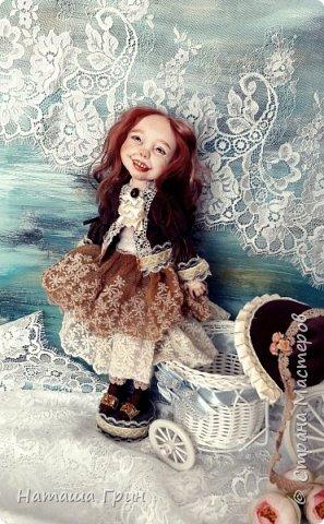Здравствуйте, мои Дорогие! Решила вам показать мою любимицу, куколку Мэрид в переводе с ирландского - Жемчужинка. Куколку лепила в ручную из запекаемого пластика Ливинг долл. Ручная роспись акрилл и масло. Волосы натуральная козочка. Проволочный каркас, из за этого тело подвижно.  фото 6