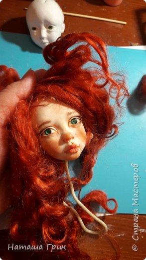 Здравствуйте, мои Дорогие! Решила вам показать мою любимицу, куколку Мэрид в переводе с ирландского - Жемчужинка. Куколку лепила в ручную из запекаемого пластика Ливинг долл. Ручная роспись акрилл и масло. Волосы натуральная козочка. Проволочный каркас, из за этого тело подвижно.  фото 8