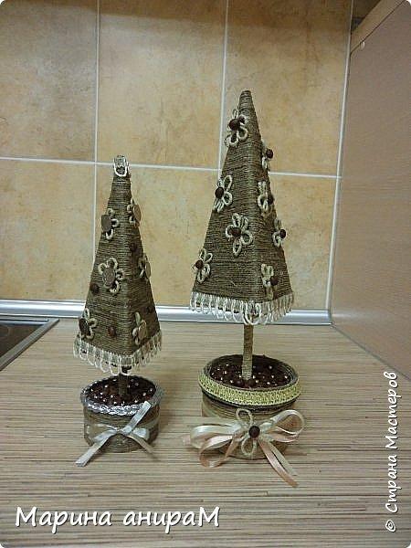 Представляю Вам серию деревьев счастья.Они могут быть по разному украшены, обернуты разным цветом шпагата и абсолютно по разному задекорированы. Можно подарить как денежное дерево, используя в качестве декора монетки. Вот мои варианты подачи. фото 2