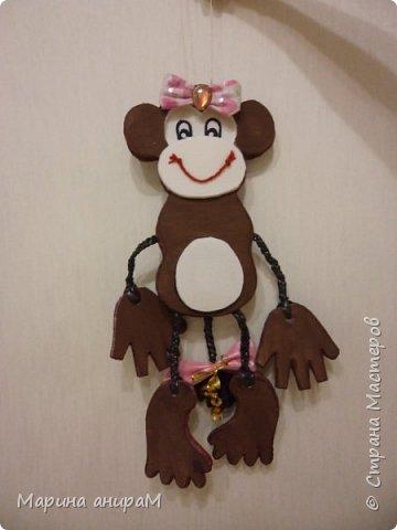Привет всем! За эту игрушку на городскую елку моя дочь получила 1 место в школе. Очень старались и взрослые и дети. Творчество сближает несомненно. Вид спереди. фото 1