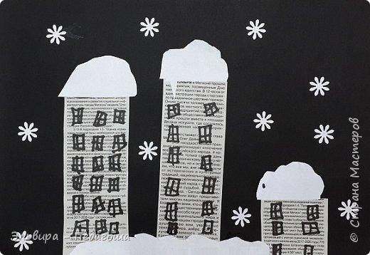 """Эту аппликацию мы назвали """"Мегионская зимняя ночь""""  Зимняя ночь - это понятно, фон тёмный, белые шапки снега, снежинки, сугробики снега,  а вот почему Мегионская??? Потому что сами домики вырезаны из газеты """"Мегионские новости"""". Это наша местная газета.  фото 19"""