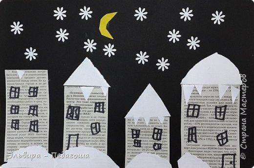 """Эту аппликацию мы назвали """"Мегионская зимняя ночь""""  Зимняя ночь - это понятно, фон тёмный, белые шапки снега, снежинки, сугробики снега,  а вот почему Мегионская??? Потому что сами домики вырезаны из газеты """"Мегионские новости"""". Это наша местная газета.  фото 1"""
