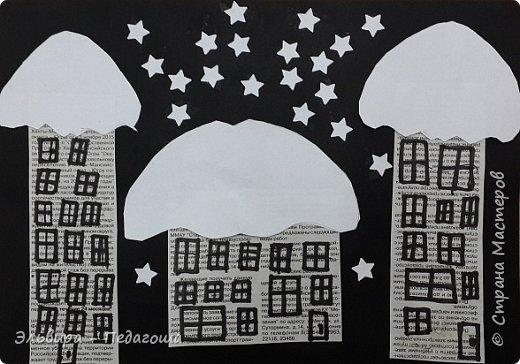 """Эту аппликацию мы назвали """"Мегионская зимняя ночь""""  Зимняя ночь - это понятно, фон тёмный, белые шапки снега, снежинки, сугробики снега,  а вот почему Мегионская??? Потому что сами домики вырезаны из газеты """"Мегионские новости"""". Это наша местная газета.  фото 23"""
