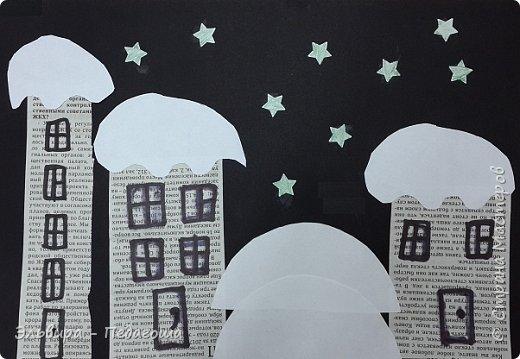 """Эту аппликацию мы назвали """"Мегионская зимняя ночь""""  Зимняя ночь - это понятно, фон тёмный, белые шапки снега, снежинки, сугробики снега,  а вот почему Мегионская??? Потому что сами домики вырезаны из газеты """"Мегионские новости"""". Это наша местная газета.  фото 3"""