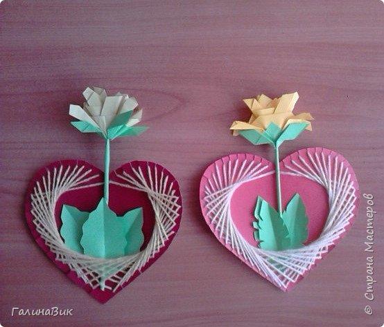 Добрый всем день!!! Предлагаю идею для создания подарка к замечательному празднику. На красном картоне в виде сердца выполнена изинить. Дополнено сердце розой, выполненной в технике оригами. Роза вставлена под изонить и приклеена внизу и сверху. фото 14
