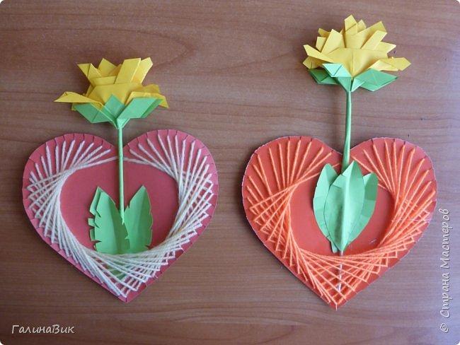 Добрый всем день!!! Предлагаю идею для создания подарка к замечательному празднику. На красном картоне в виде сердца выполнена изинить. Дополнено сердце розой, выполненной в технике оригами. Роза вставлена под изонить и приклеена внизу и сверху. фото 10