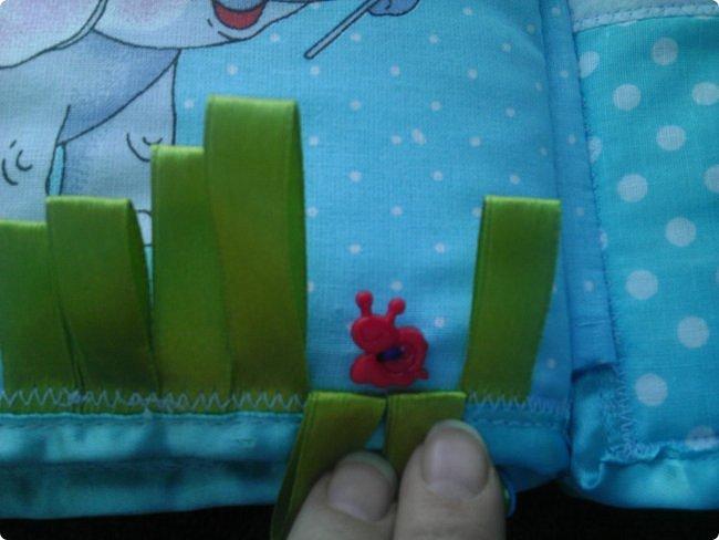 Доброй всем ночи! А у меня очередная похвастушка...................это мягкая и интересная книжечка для маленькой девочки Насти про слоника. На обложке буквы съемные, крепятся на велкро фото 9