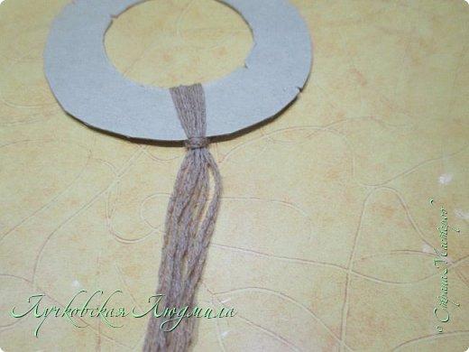 Такую подвеску можно сделать вместе с детьми для украшения интерьера или новогодней елочки.   фото 7