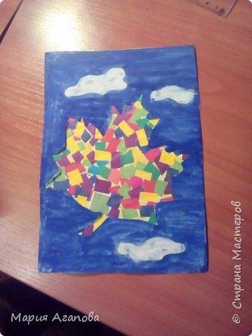 Я вырезала из цветной бумаги квадратики и наклеила . Ещё разукрасила открытку. Нарисовала облака и небо. фото 1