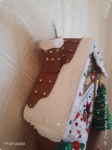 Вот пошились часики-ходики или новогодний домик. Уже кому как нравится))) Размер 22*27 см,  это без маятника и шишек фото 7