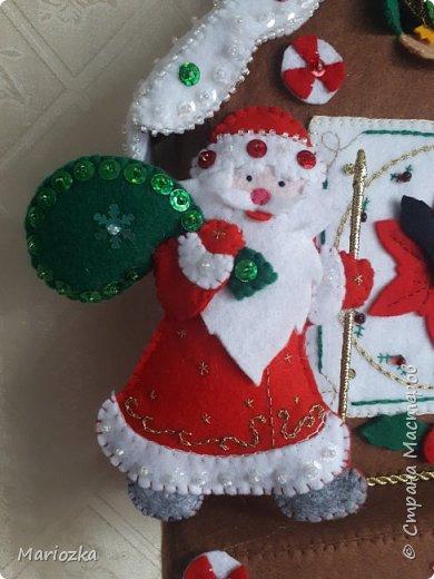 Вот пошились часики-ходики или новогодний домик. Уже кому как нравится))) Размер 22*27 см,  это без маятника и шишек фото 3