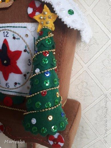 Вот пошились часики-ходики или новогодний домик. Уже кому как нравится))) Размер 22*27 см,  это без маятника и шишек фото 4