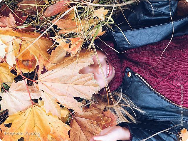 """Девочка-осень кленовые листья Бросала к ногам разноцветным букетом. Подкралась неслышно, совсем уже близко, Пришла к нам с дыханием ветра.   Шла девушка-осень, дразнила нарядом, Теплеющем в бархатном свете. И девочкой той, встретившись взглядом, Мы вдруг забываем о лете. (Алексей Мальцев)  Всем привет! Еще в рамках СП """"ФСС-5. Флюиды красок"""" сделала холст. Теперь он украшает мою небольшую мастерскую.  фото 6"""