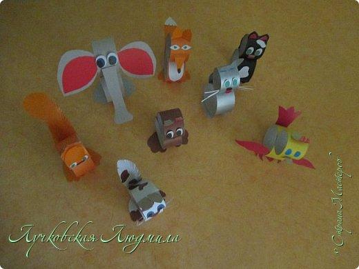 И снова я с тем, что можно сделать с детьми. Такие вот разные животные получились у меня, а сколько еще придумать можно!! Если добавить веревочку, получится украшение для елки. Кому интересно, предлагаю  МК создания игрушки,  фото 30