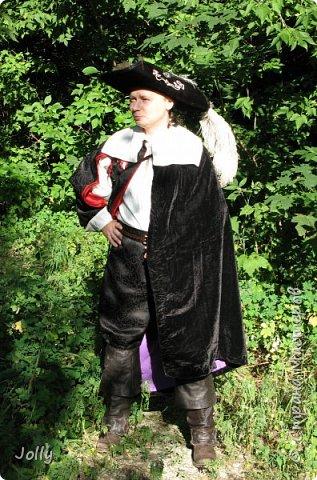 """""""Классическая"""" черно-красная мушкетерка, боевая, а потому с минимумом украшений. Делался костюм на хорошего друга и соратника под его привычки. фото 2"""