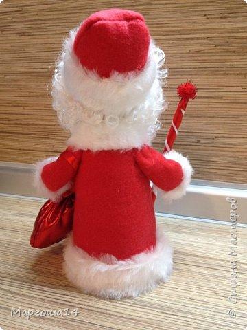 Привет,Страна Мастеров!!! Продолжаем готовиться к Новому Году. Дед Мороз - рост (без шапочки) 17 см,в ручки вставлена проволока. фото 3