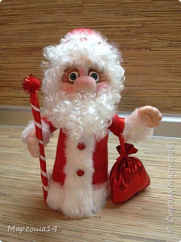Привет,Страна Мастеров!!! Продолжаем готовиться к Новому Году. Дед Мороз - рост (без шапочки) 17 см,в ручки вставлена проволока. фото 2