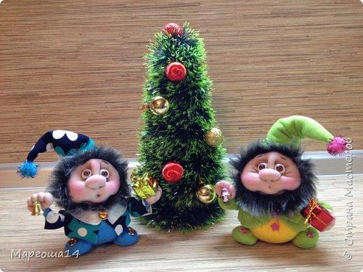 Привет,Страна Мастеров!!! Продолжаем готовиться к Новому Году. Дед Мороз - рост (без шапочки) 17 см,в ручки вставлена проволока. фото 8