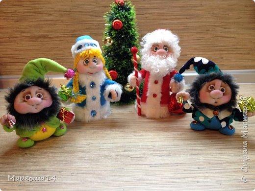 Привет,Страна Мастеров!!! Продолжаем готовиться к Новому Году. Дед Мороз - рост (без шапочки) 17 см,в ручки вставлена проволока. фото 9