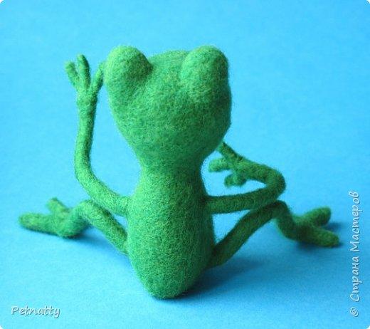 Лягушонок из подольской шерсти. Рост 10 см. Глазки покупные пластмассовые. фото 4