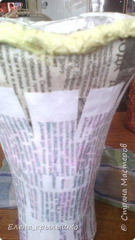 Всех приветствую!!! Доброго времени суток,уважаемые мастерицы!!! Представляю своё скромное,но трудоёмкое маленькое произведение! Это ваза из газетных и бумажных полос,оформленная сверху различными травами,семенами арбуза и тыквы,косточками вишни! фото 3