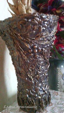 Всех приветствую!!! Доброго времени суток,уважаемые мастерицы!!! Представляю своё скромное,но трудоёмкое маленькое произведение! Это ваза из газетных и бумажных полос,оформленная сверху различными травами,семенами арбуза и тыквы,косточками вишни! фото 1