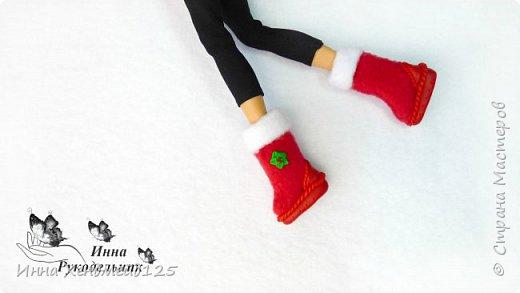 Начинаю создавать кукольный мир и готовится к Новому году. Сделала для куклы  Барби сапоги из флиса и полимерной глины. Это очень милая тематика, которая  мне с каждым днём все больше нравится. Создавать что-то для кукол — это удовольствие:)  Материалы: флис, полимерная глина, клей, стразы, нитки. фото 4