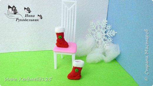 Начинаю создавать кукольный мир и готовится к Новому году. Сделала для куклы  Барби сапоги из флиса и полимерной глины. Это очень милая тематика, которая  мне с каждым днём все больше нравится. Создавать что-то для кукол — это удовольствие:)  Материалы: флис, полимерная глина, клей, стразы, нитки. фото 8