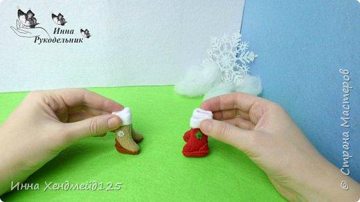 Начинаю создавать кукольный мир и готовится к Новому году. Сделала для куклы  Барби сапоги из флиса и полимерной глины. Это очень милая тематика, которая  мне с каждым днём все больше нравится. Создавать что-то для кукол — это удовольствие:)  Материалы: флис, полимерная глина, клей, стразы, нитки. фото 9