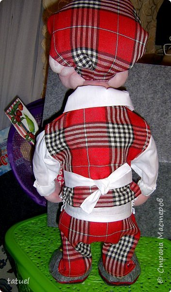 Всем привет! Сшила такого поваренка. Рост почти 50 см. Планировала шить бабу -ягу, но потом показалось, что лицо совсем не женское.  Поэтому поваренок с носом от бабы-ежки.   фото 6