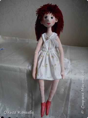 Для 4-х летней девочки сшила куклу. Куколка немаленькая- рост 50 см, но очень милая и уютная. А чтоб девочке было интереснее с ней играть, нашила разной одёжки. фото 2